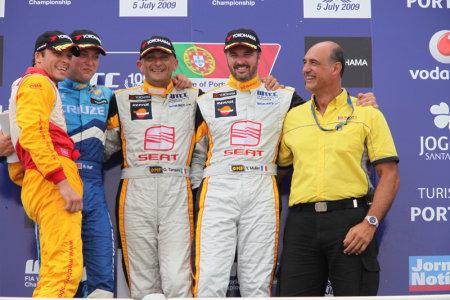 Stefano D'Aste vincente e sorridente sul podio di Oporto