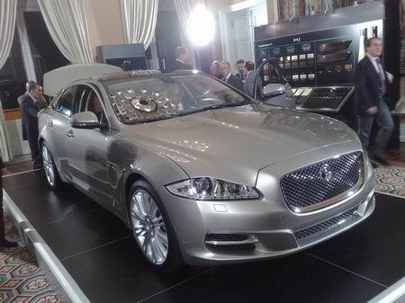La nuova Jaguar XJ presentata nella residenza dell'ambasciatore inglese