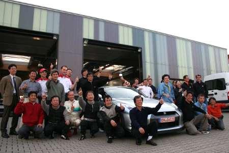Il team Nissan festeggia il record della GT-R
