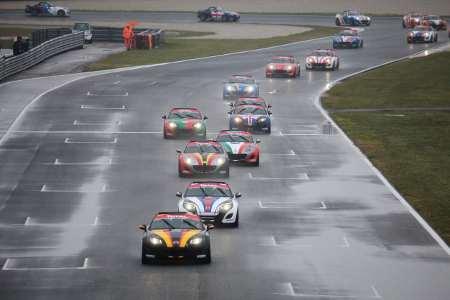 MX-5 in gara sul bagnato nel circuito di Adria