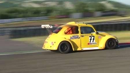 Valentino Benzi al traguardo con BD Racing 3 avvolta dalle fiamme
