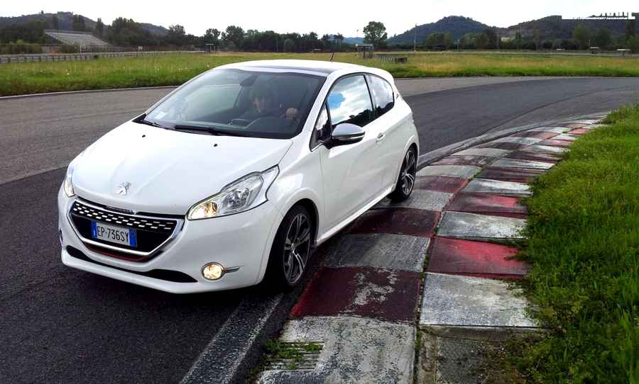 Photo of Test a Magione della Peugeot 208 GTi