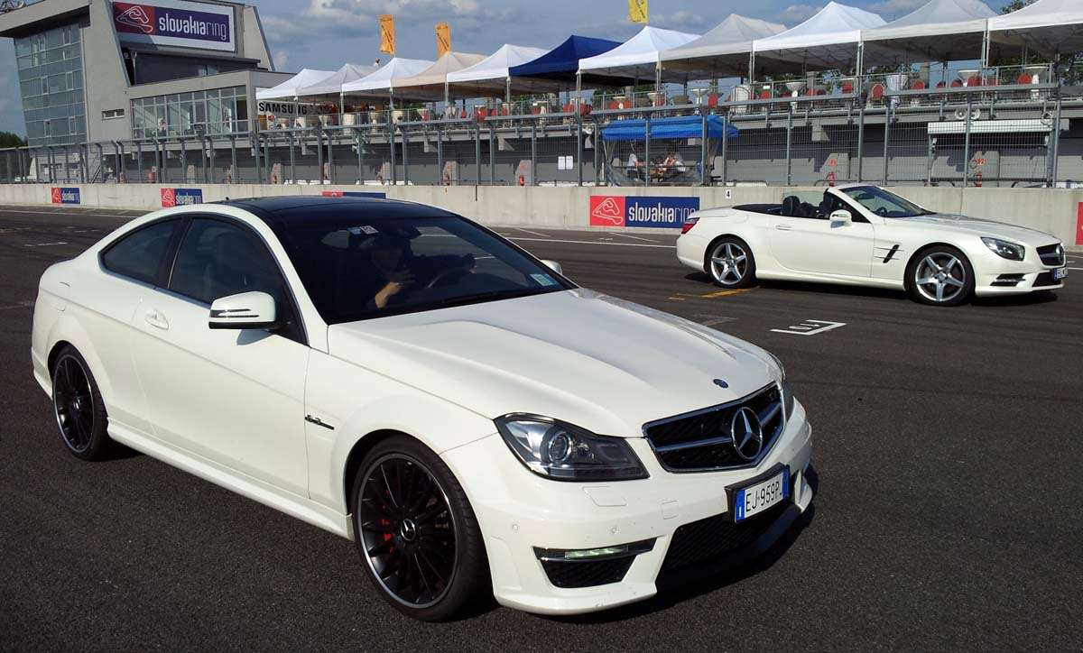 Photo of Mercedes C63 AMG vola come un aereo!