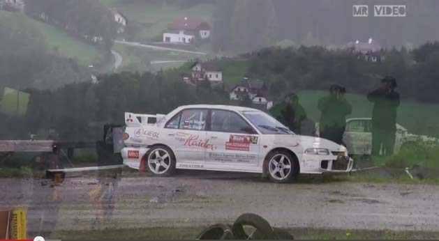 Photo of Crash Rally video incredibile Clio-Evo