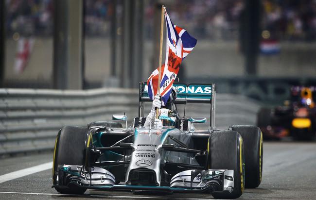 Photo of F1 Lewis Hamilton Campione 2014 con Mercedes