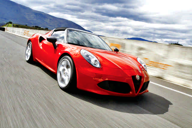 Photo of Alfa Romeo 4C Spider test in pista Isam