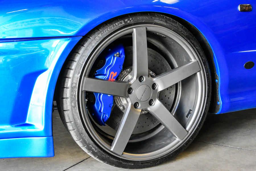 Nissan Skyline GT-S R34 preparazione by Alosa con guida a sinistra - gruppo cerchio